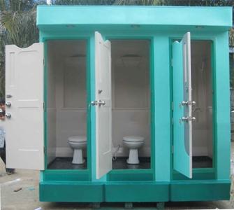 Nhà vệ sinh công công 3 buồng có phòng tắm